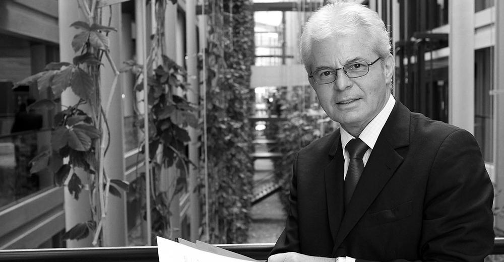 Heinz K. Becker